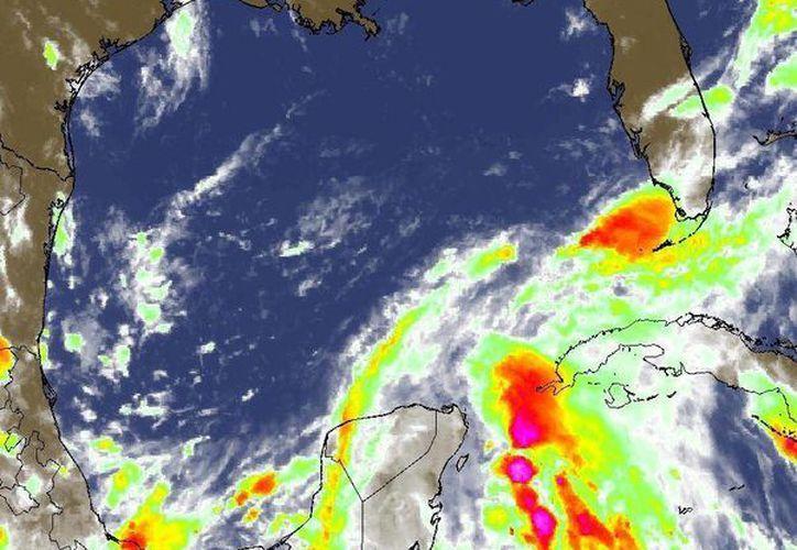 La zona de mal tiempo se mueve a 10 km/h rumbo al Golfo de México. (Conagua)