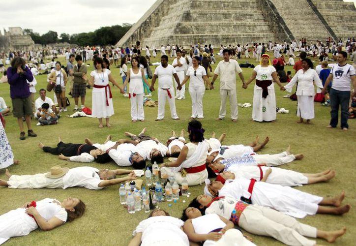 Chichén Itzá registró 23,760 visitantes, de los cuales la mayor parte se concentró frente a la Pirámide de Kukulcán. (Christian Ayala/SIPSE)