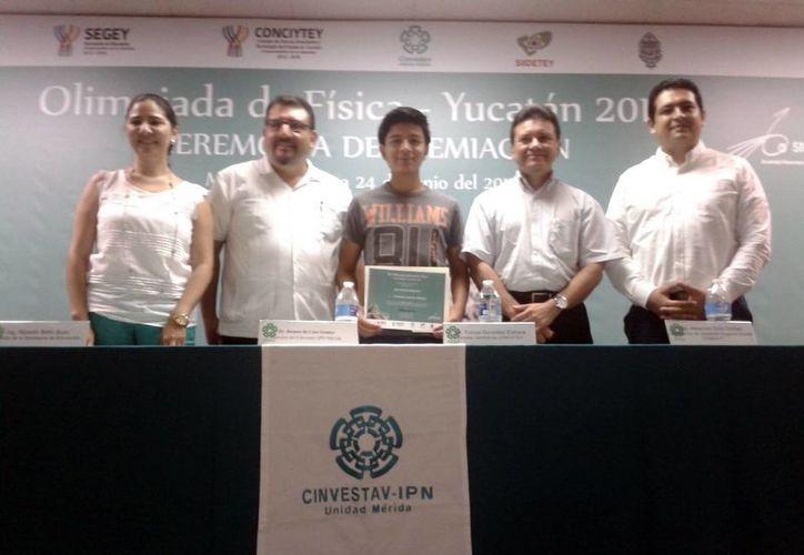 En la imagen la Ceremonia de Premiación de la Olimpiada de Física-Yucatán 2014. (Milenio Novedades)