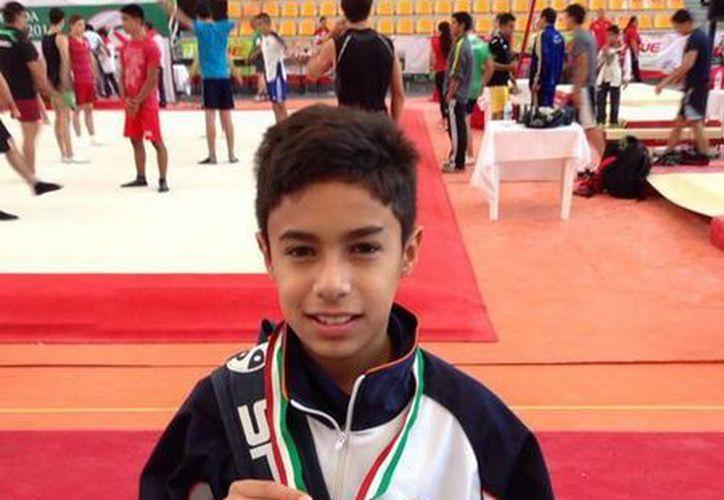 Mariano García Padilla se subió al pódium de triunfadores, al apropiarse una medalla de plata. (Redacción/Internet)