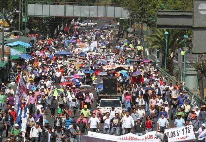 Dueños de establecimientos de la zona de Bucareli han resistido desde 2012 las constantes movilizaciones que se registran en las inmediaciones de la Segob. (Archivo/Notimex)