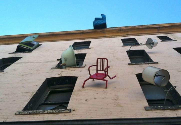 En el distrito de Hillbrow, en el populoso centro de Johannesburgo, los vecinos solían tirar muebles viejos por las ventanas de los edificios altos en la noche del 31 de diciembre para festejar la llegada del Año Nuevo. (www.estaentumundo.com)