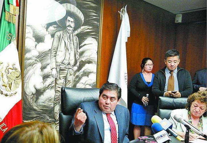 El coordinador del PRD, Miguel Barbosa, confió en que hoy todavía sea posible un acuerdo antes de que el pleno vote la convocatoria. (Milenio Novedades)