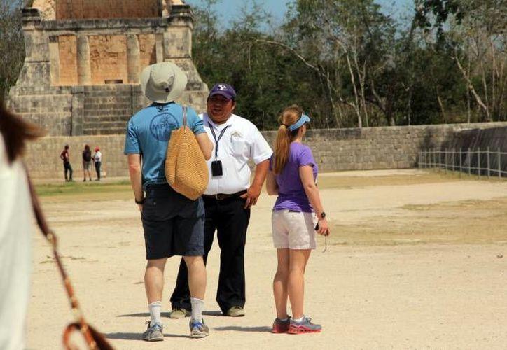 La Uady actualizó a alrededor de 90 guías de turistas de Chichén Itzá. (Milenio Novedades)