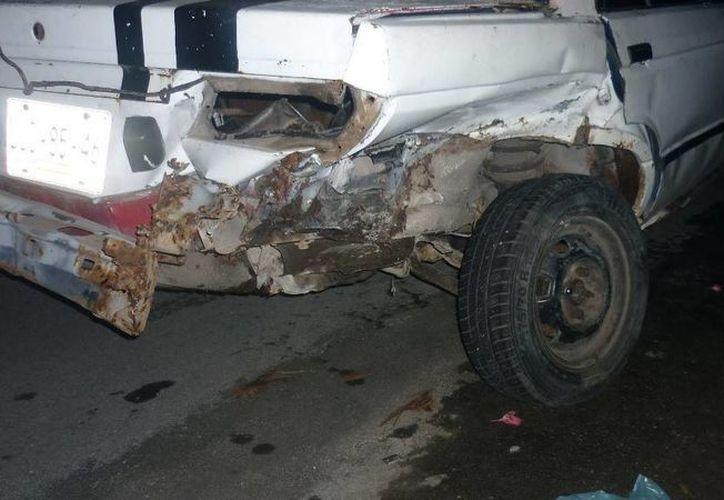 Los daños para el auto Nissan Tsuru fueron valuados en poco más de ocho mil pesos. (Archivo/SIPSE)