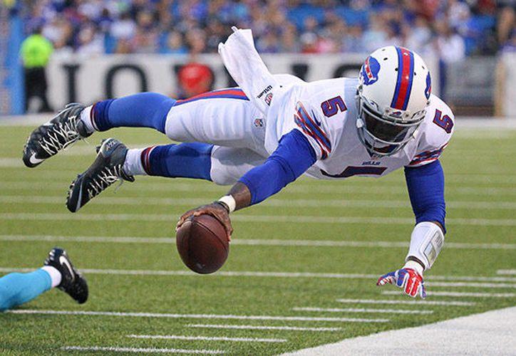 La página oficial de la Liga Nacional de Fútbol Americano (NFL) reportó que el lanzador de 28 años, sigue con molestias en la rodilla. (Contexto/Internet)