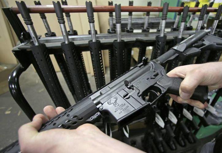 El arma que rifará la tienda Second Amendment Sports es muy similar a la utilizada en la matanza del bar gay Pulse, el pasado 12 de junio. (AP)