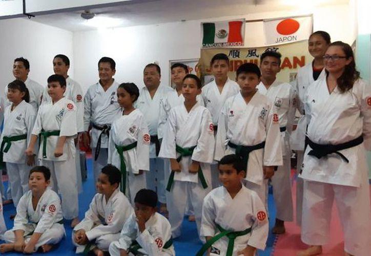 Alumnos de varios municipios de Quintana Roo participaron en el evento. (Raúl Caballero/SIPSE)