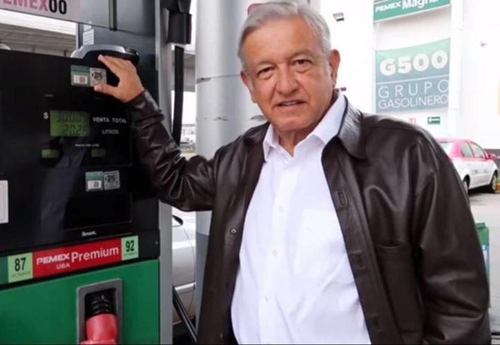 AMLO aseguró que el nuevo gasolinazo dejará a los corruptos 'más ganancias que las del Chapo'. (Captura de pantalla/YouTube)