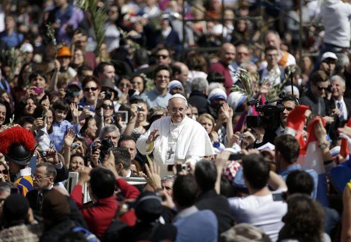 La plaza albergó a unas 250,000 personas, en el inicio de la Semana Santa. (Agencias)