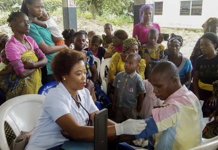 Los primeros en obtener las vacunas serían los trabajadores sanitarios de los países más afectados (Guinea Conakrí, Liberia y Sierra Leona). (Archivo/EFE)