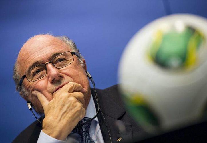 """El presidente de la FIFA, Joseph Blatter insistió en que el torneo de Brasil será """"especial"""" porque """"participarán todos los países del mundo, incluido Inglaterra, donde nació este deporte"""". (EFE/Archivo)"""
