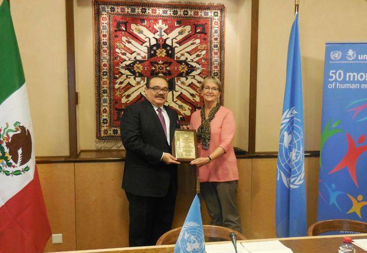 El titular de la Sedatu, Jorge Carlos Ramírez Marín, recibió en Ginebra el recononocimiento Global Partner Award a nombre de México. (Notimex)