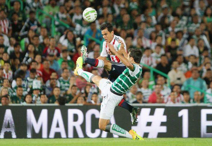 Con 121 goles, Omar Bravo está a uno de igualar la marca del 'inmortal' Salvador Reyes. (Foto: Jam Media)