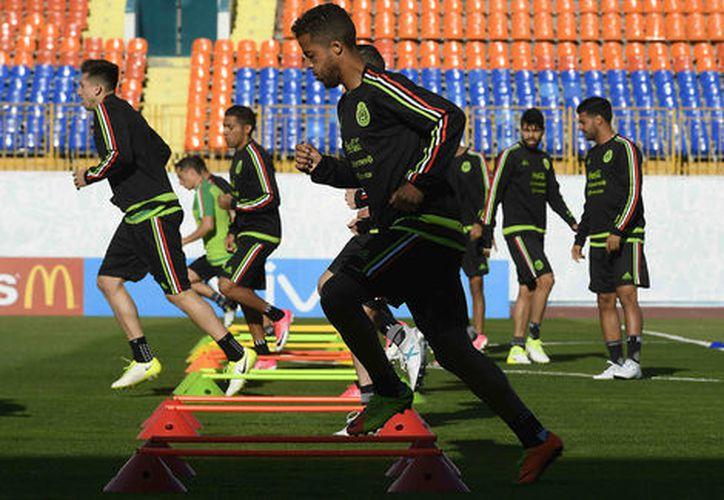El Tri entrena previo a iniciar las actividades en la Copa Confederaciones (Imago7).
