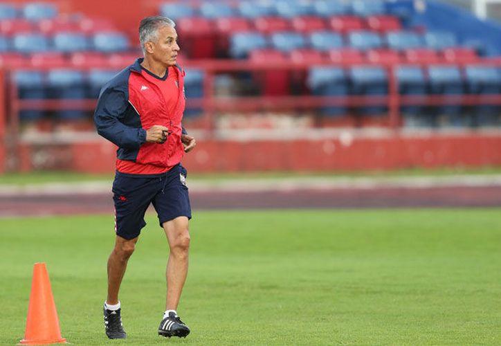 Sergio Bueno, director técnico de los Potros de Atlante, afirmó que es momento de recapacitar (Ángel Villegas/SIPSE).