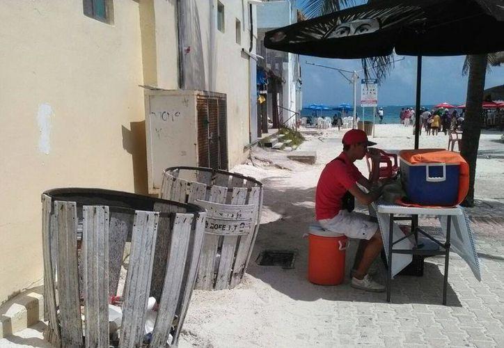 Oganizan una campaña de limpieza de arenales para concientizar a la población.  (Luis Soto/SIPSE)