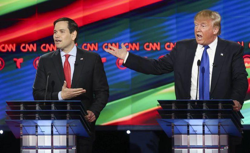Los republicanos Marco Rubio y Donald Trump durante el debate de precandidatos en la Universidad de Houston. (Agencias)