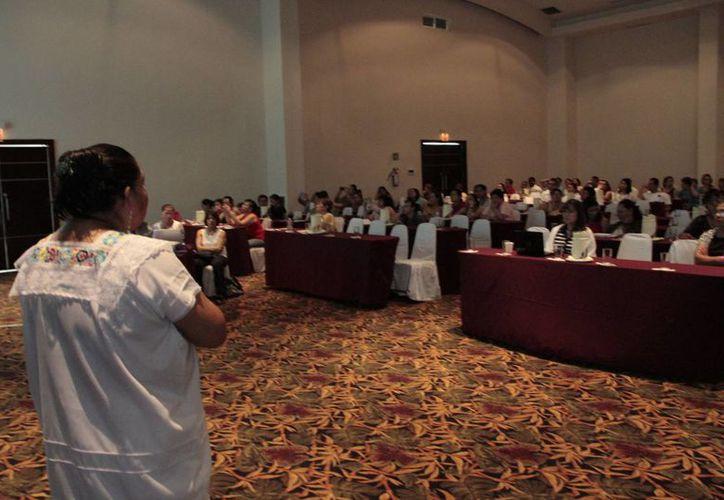 Asistieron al congreso profesionales de diferentes hospitales. (Tomás  Álvarez/SIPSE)