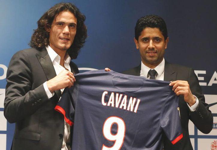 Cavani viene de tres temporadas exitosas con el Nápoles, sobre todo la última, en la que consiguió hacer 29 goles. (Agencias)