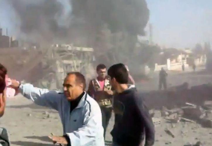 Esta imagen de un bombardeo en las inmediaciones de la ciudad siria de Ras-al-Ayn cerca de Turquía. (Agencias)