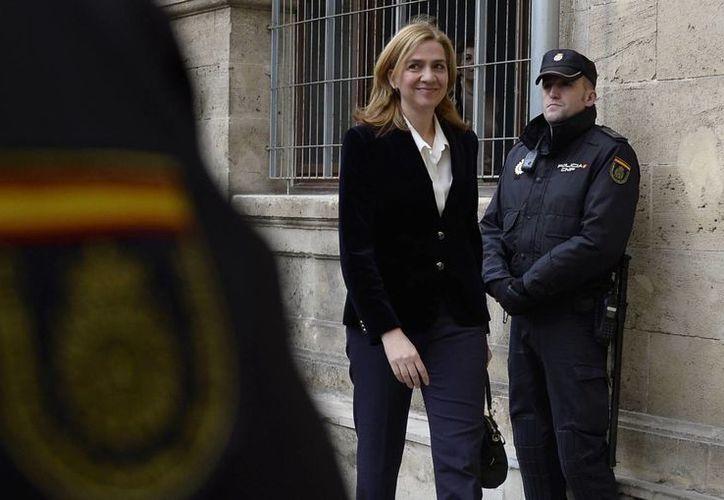 En esta imagen de archivo del 8 de febrero de 2014, la infanta española Cristina llega a un tribunal en Palma de Mallorca, España. (AP Foto/Manu Fernández, Archivo)