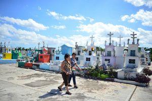 Meridanos honran a sus muertos en cementerios