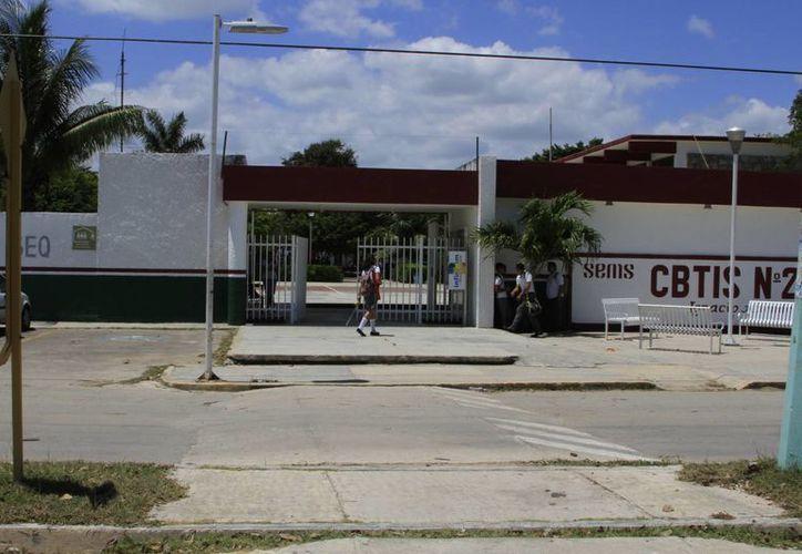 Las escuelas técnicas tienen la función de crear profesionales para las áreas urbanas y rurales. (Ángel Castilla/SIPSE)