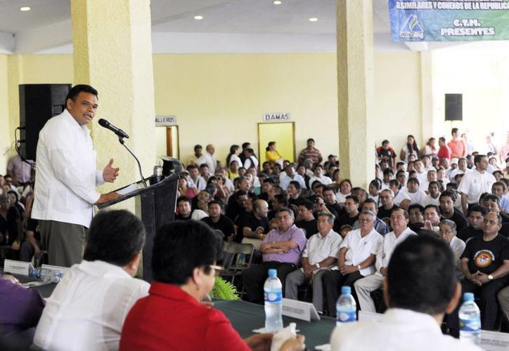 El gobernador, Rolando Zapata Bello, habla ante agremiados del CTM, sobre retos laborales. (Milenio Novedades)