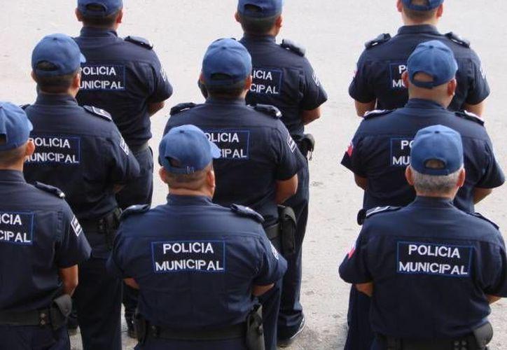 """Gendarmes municipales consideraron como una burla el aumento de 30 pesos a los policías con """"carrera"""". (Manuel Salazar/SIPSE)"""