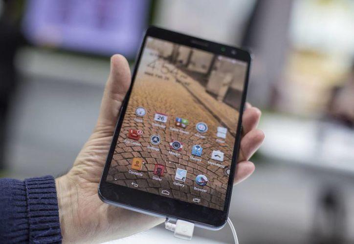La mayoría de los dispositivos móviles se convierten en una herramienta de acceso y resguardo de información básico para las personas y corren mucho riesgo al vulnerar su seguridad. (Notimex)