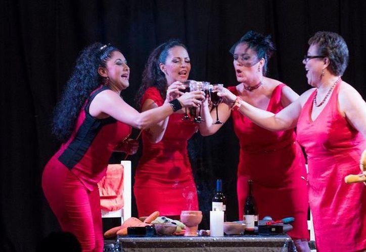 La obra teatral 'Mujeres que... aman demasiado' regresará al escenario durante septiembre. (Alejandra Flores/SIPSE)