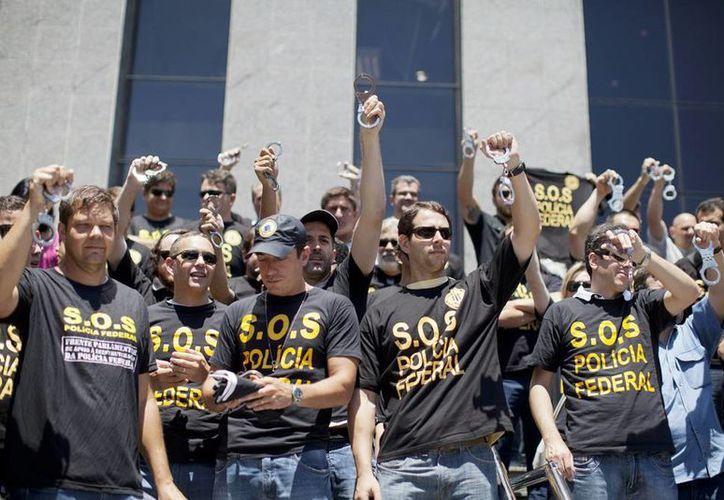 La protesta realizada, es el inicio de una serie de acciones como una huelga nacional programada para el próximo martes 11 de febrero.  (EFE)