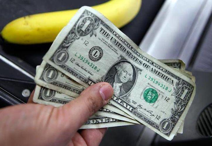 La divisa estadounidense se compró en un mínimo de 14.86. (Archivo/AP)