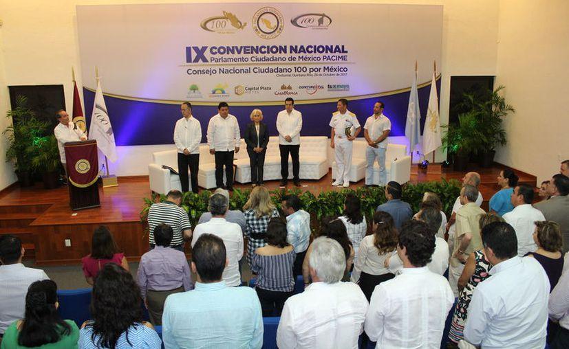 En la ceremonia inauguran la empresaria chetumaleña Noemí Canto de Conde, recibió el reconocimiento de Ciudadana Distinguida. (Joel Zamora/SIPSE)