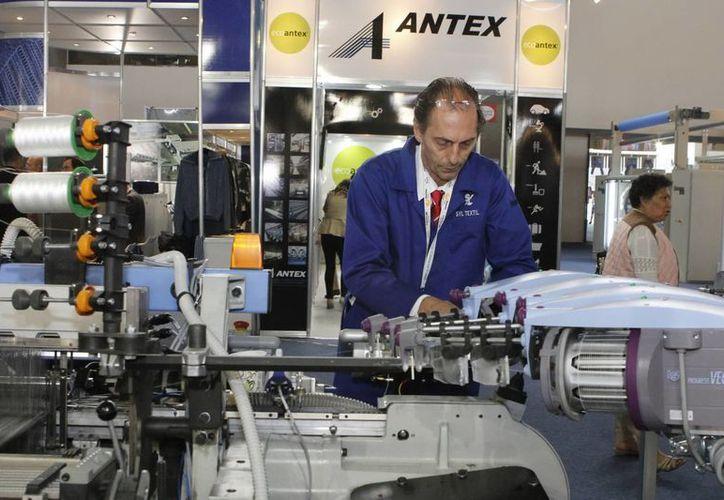 Las horas laboradas en enero se redujeron un 3.6% en los rubros de insumos textiles y acabado de textiles.  (Notimex)