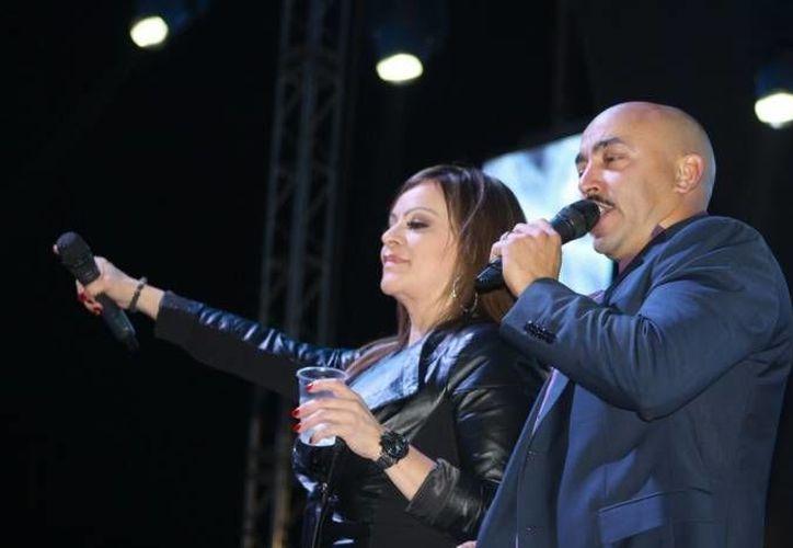 Jenni y Lupillo Rivera compartieron el escenario varias veces. (Archivo Notimex)