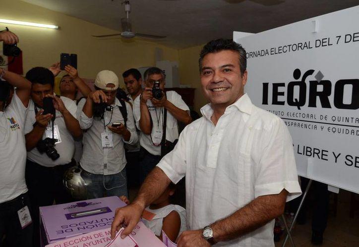 El candidato Mauricio Góngora participó en la jornada electoral. (Adrián Barreto/SIPSE)