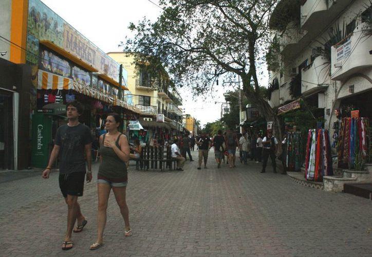 El líder del CCE pide que se regule el ruido de la Quinta Avenida. (Alida Martínez/SIPSE)