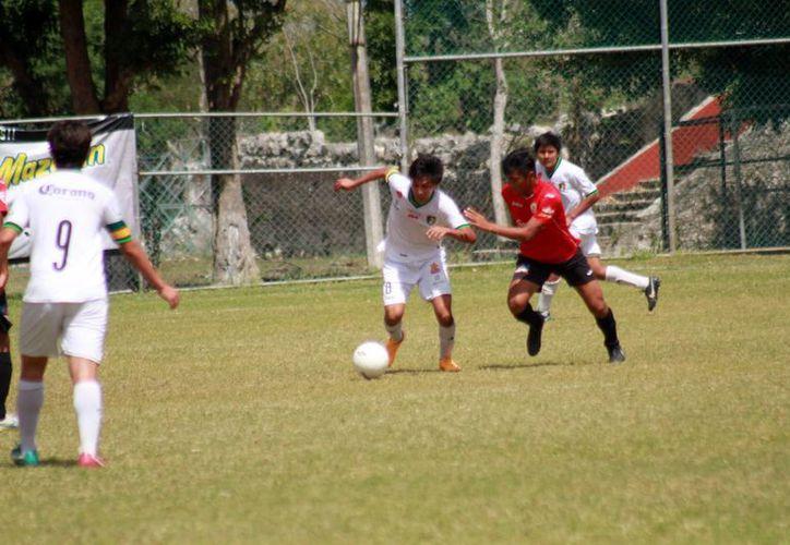 Newells consiguió el liderato del torneo, tras la victoria conseguida el pasado domingo ante los de la Cantera. (Jorge Acosta/SIPSE)