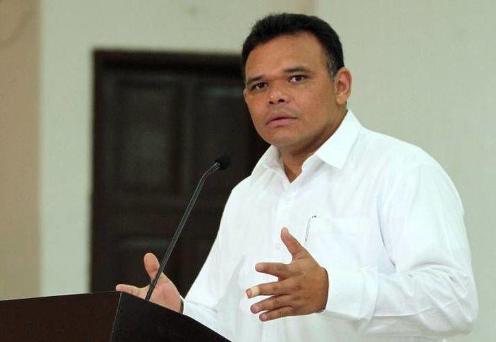 El Gobernador Rolando Zapata grabó un mensaje a la ciudadanía desde la escuela primaria 'Ignacio Zaragoza' de la Ciudad de Mérida.(Archivo/SIPSE)