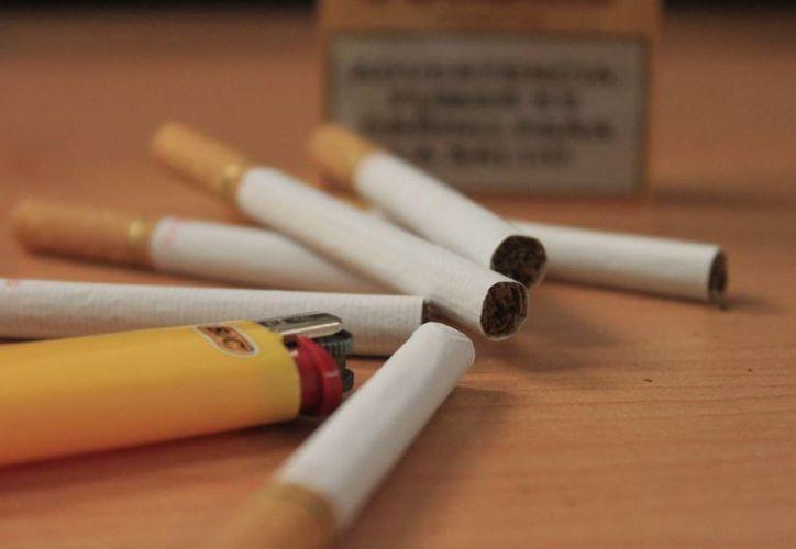 Debido a que los cigarros son elaborados con ingredientes desconocidos, se incrementa la posibilidad de contener compuestos químicos potencialmente tóxicos. (Harold Alcocer/SIPSE)