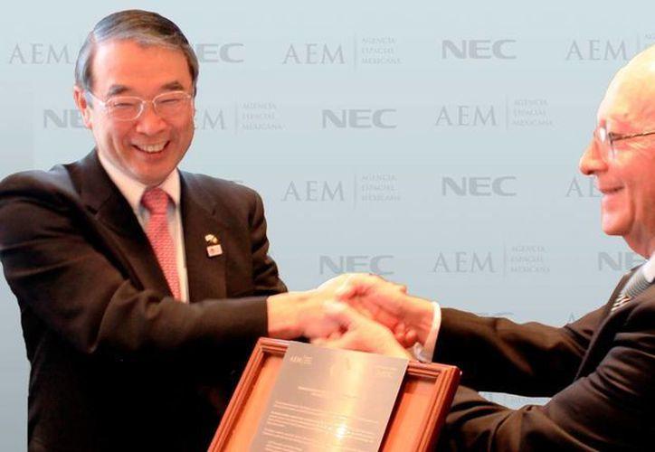 El acuerdo fue signado por el director General de la AEM, Javier Mendieta Jiménez, y el presidente de NEC, Nobuhiro Endo. (aem.gob.mx)