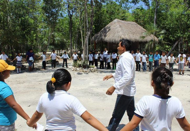 La actividad se hace de manera mensual con diferentes escuelas del municipio. (Sara Cauich/SIPSE)