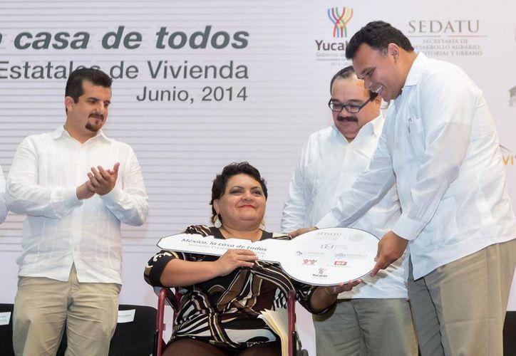El Gobernador inauguró la Feria de la Vivienda Yucatán 2014 y entregó acciones de los programas de Autoproducción de Vivienda y de Vivienda Digna para Personas con Alguna Discapacidad. (Cortesía)
