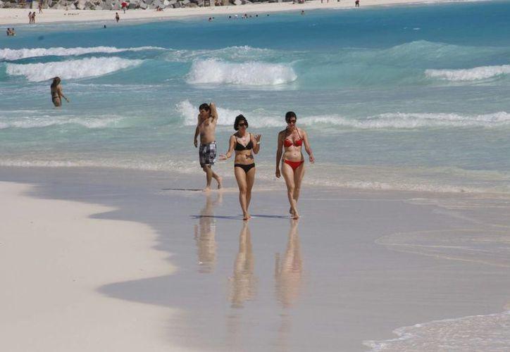 Los turistas que arriban a Cancún durante el período vacacional de Semana Santa coinciden con el springbreak. (Tomás Álvarez/SIPSE)