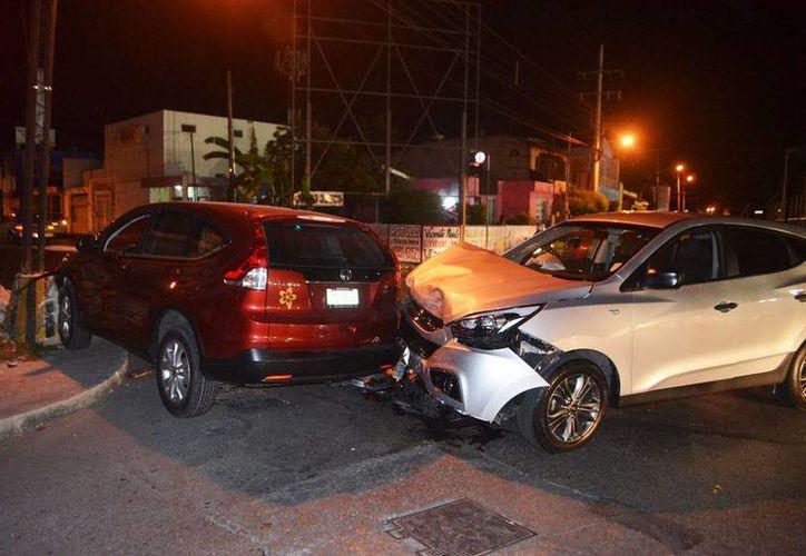 Cuantiosos daños arrojó en choque entre camionetas ocurrido en calles de Tanlum, al poniente de Mérida. (Milenio Novedades)
