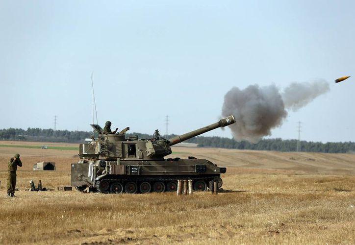 Soldados israelíes hacen uso de artillería para enfrentar a Hamas en la Franja de Gaza. (Foto: AP)