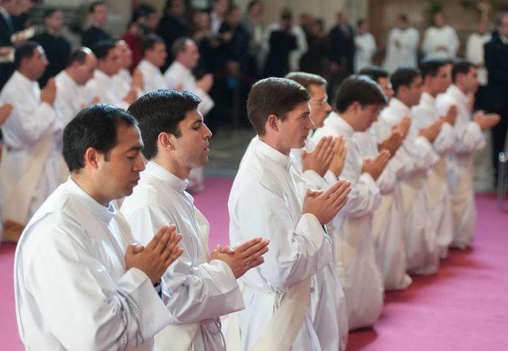 No sólo los Legionarios sufren por la deserción de seminaristas: también la Arquidiócesis de México. (Reforma)