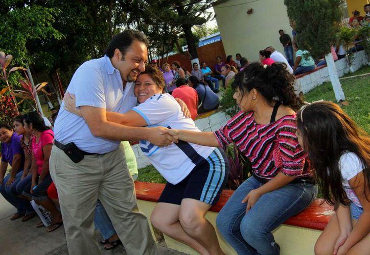 El diputado Francisco Torres Rivas ha tratado de estar cerca de la gente. (SIPSE)